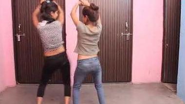 Desi girls hot dance
