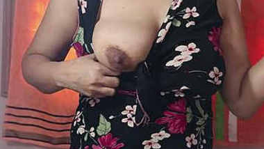 Indian babe showing her big boobs on cam