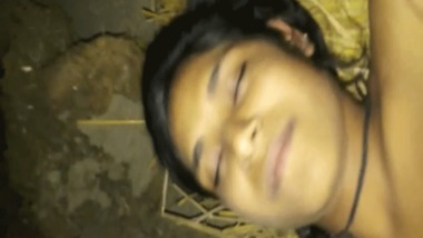 Desi village teen girl fucked by neighbor guy on bed of hay