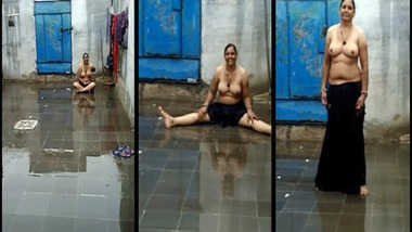 Desi Punjabi Bhabhi rain bath MMS sex clip