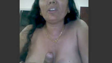 Desi village aunty suck her husband dick