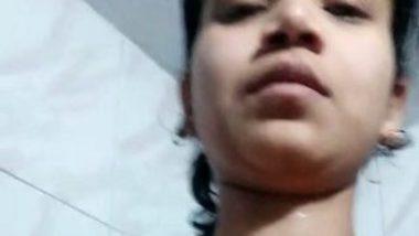 Nude Desi MMS selfie video of college girl