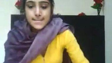 Indian college teen fingering vagina MMS