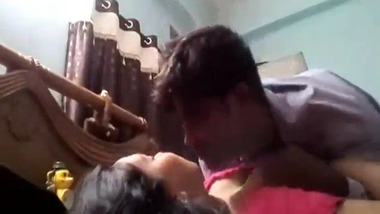 Bhabhi sex video with her husband's mature boss in her home