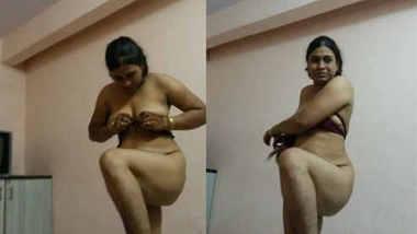 desi bhabhi showing herself
