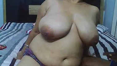 desi aunty showing her boobs