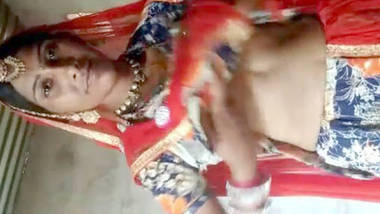 rajasthan bhabi showing her boobs and pussy to bf