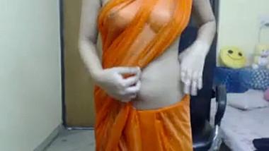 Desi Girl in transparent saree