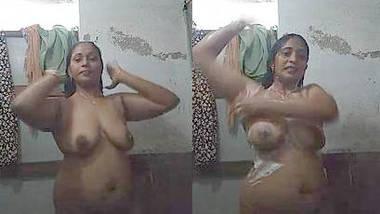 desi aunty hot bathing