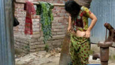 Desi girl bathing and dress changing hidden cam video