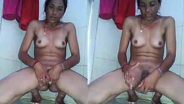 Horny Indian Bhabhi Mustarbation with kheera