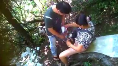 Mature bhabhi gets fucked by the tour guide