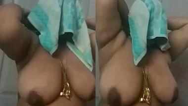 Desi wife big boobs caught after bath