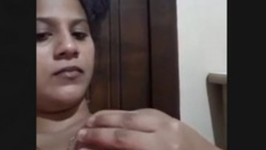 Sexy Lankan Married Wife Pussy Fingering With Moaning
