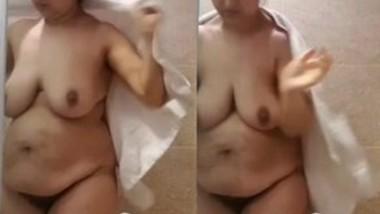 Sexy Deshi Bhabi After bath
