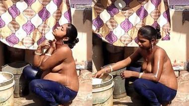 desi aunty bathing outside