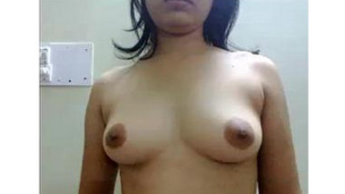 Desi wife posing for hubby & shows pussy & asshole closeup with mehndi hands