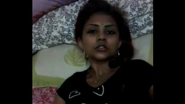 Hot Tamil Aunty Fingering Her Bush