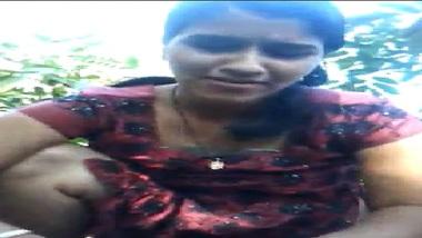 Desi Village Bhabhi Happy Blowjob In Forest