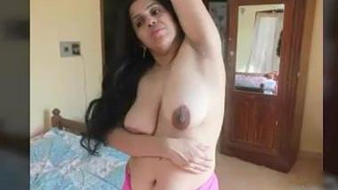 Horny mallu aunty nude tease stripping saree