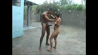 Village me sautele bhai bahan ka rain mai sex scandal