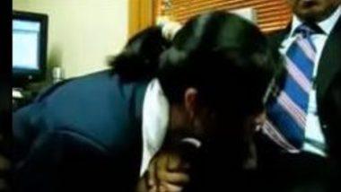 Indian porn of Air hostess gives blowjob to Delhi Pilot
