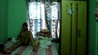 Hairy Mallu Bhabhi exposing her slender body on cam