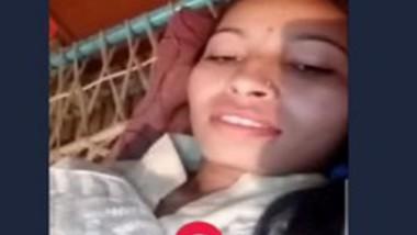 Desi girl fingering pussy selfie cam video