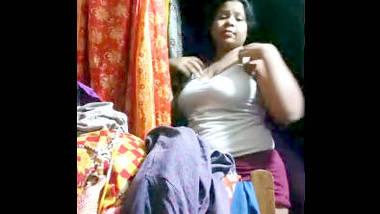 Desi bhabi change her dress