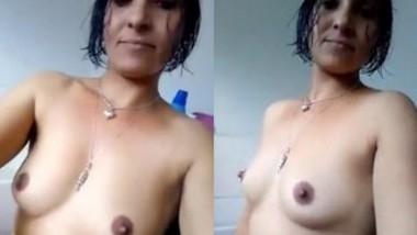 Sexy NRI Bhabi Nude Selfie