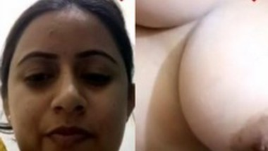 Cute Desi Girl Showing her Boobs and Pussy on video call