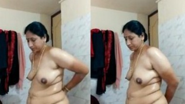 Sexy Bahbi Bathing