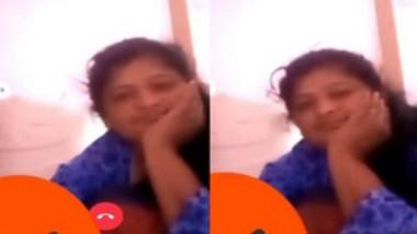 Mallu Bhabi showing Puss