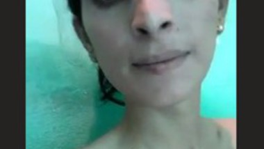 Slim Girl Nude Selfie