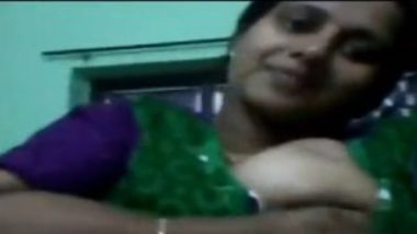 Banares bhabhi showing big boobs on whatsapp