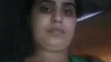 BD Barishal bhabhi showing boobs and pussy