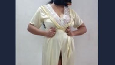 Desi bhabi show her big boob