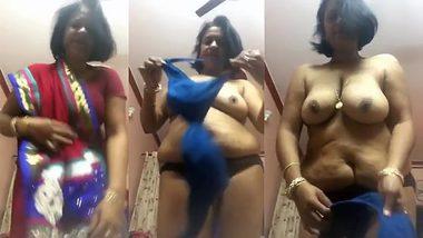 Desi aunty strip show / Babe punjabi xxx com