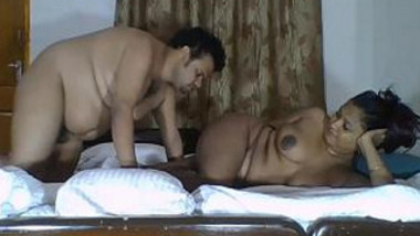 Fat Indian couple records on camera quick chudai in XXX missionary