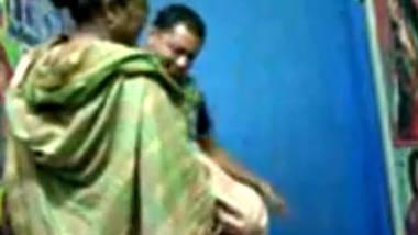 Desi aunty fucking her lover in photo studio