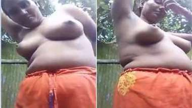 Camera catches natural Indian wife exposing XXX body in the fresh air