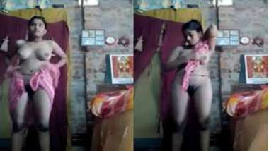 Desi girl dries body with a towel including erogenous XXX zones on camera