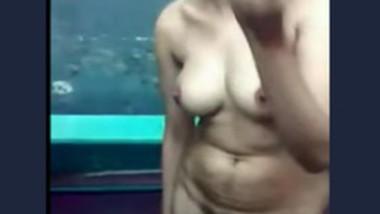 Sweet Desi Babe Showing Nude Body