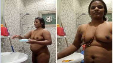 Fatty desi exposes herself in the nude while XXX body-washing part