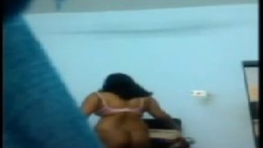 Hidden cam video showing indian aunty nude