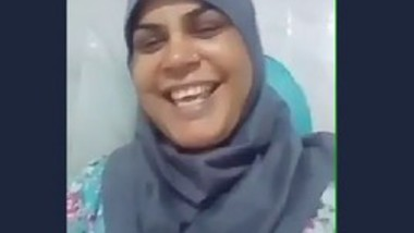 Desi hijabi bhabi fingering pussy selfie cam video capture