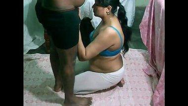 Desi Mature Bhabhi sucking n fucking uncle