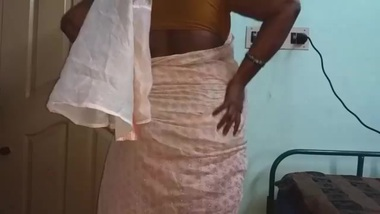 Tamil Sexy Mallu Aunty Nude Selfie And...
