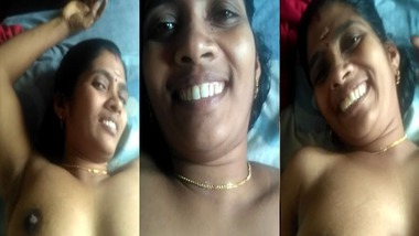 Sexy Tamil wife boobs exposed by hubby