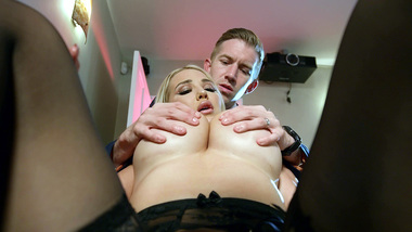 Lucky guy has his massive XXX phallus worshiped by blonde sex diva